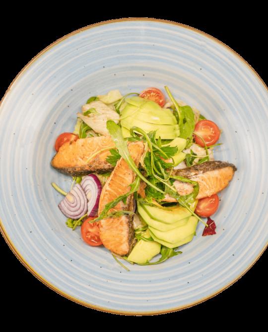 Salată-cu-somon-si-avocado-min